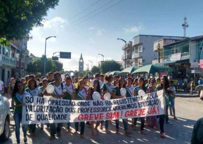Passeata pela Greve Geral da Educação com presença de alunos e professores - Jijoca de Jericoacoara