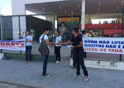 Professores e alunos da Escola Liceu de Tauá e Dorinha Cidrão em ato pela Greve Geral da Educação no município de Tauá