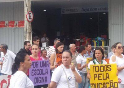 Professores e alunos da escola profissional e Estadual Celso Araujo em ato pela Greve Geral da Educação no município de Cedro