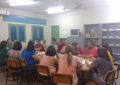 Os professores do Liceu de Banabuiú deliberaram pela continuidade da greve em assembléia hoje, às 15:00, na sede do Liceu.
