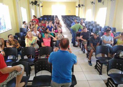 Professores das escolas de Jucás e Cariús realizaram uma reunião nesta sexta (20) e optaram pela continuidade da greve.