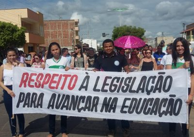 Ato Público em Defesa da Educação, realizado pelos professores e alunos das escolas de todos os municípios que compõem a da 17ª Crede- Icó - CE.