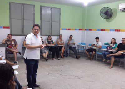 O vice-presidente do Sindicato APEOC, Reginaldo Pinheiro, participou na manhã desta terça-feira (21) da reunião do Zonal 2 - Fortaleza. A categoria presente deliberou e aprovou a proposta de remuneração de 10, 67% no vencimento base e indicativo da assembleia para a próxima segunda-feira, dia 27 de julho.