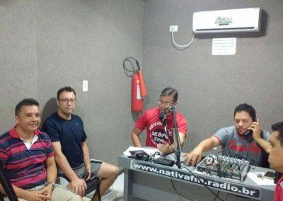 Secretário Geral do Sindicato APEOC, Helano Maia, concende entrevista à emissora de rádio em Tabuleiro do Norte na mobilização dos professores do Vale do Jaguaribe