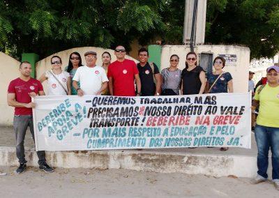A Escola de Ensino Médio Francisca Moreira de Souza, do município de Beberibe, tbm aderiu à greve.