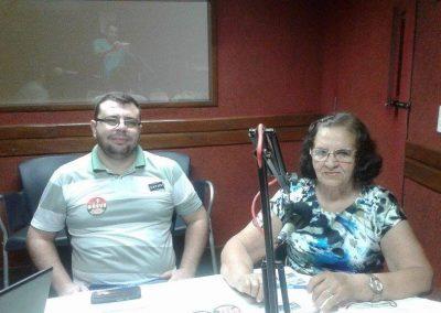 Professora Lizimar e os professores Erick e Thiago falando sobre a Greve Geral da Educação na rádio Mandacaru FM - Cedro