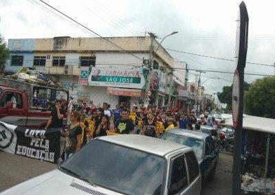 Passeata pela Greve Geral da Educação nas ruas de Ipu com a presença de professores e alunos
