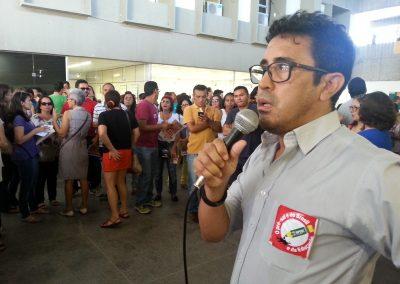 Ato reúne centenas de professores, funcionários e estudantes na sede da Secretaria da Educação do Estado.