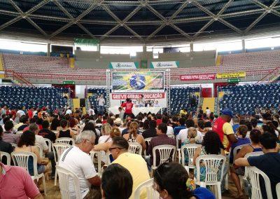 Profissionais da Educação rejeitam proposta de Reajuste ZERO do Governo e decretam a continuidade da Greve Geral em Assembleia no Ginásio Paulo Sarasate, em Fortaleza.
